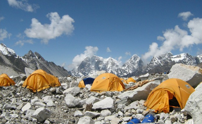 camping in everest base camp trek
