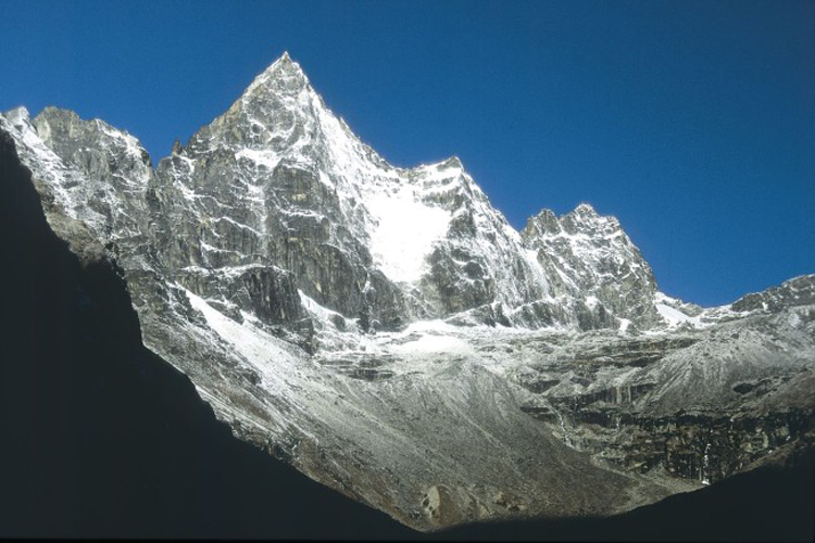 Kyajo RI peak everest